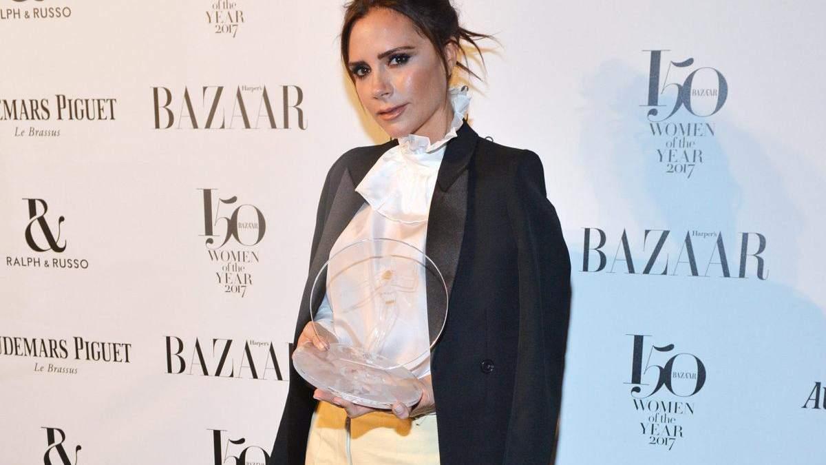 Вікторія Бекхем показала фото і відео у класичному пальто