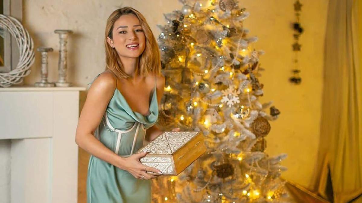 Шелковое платье с прозрачным корсетом: Злата Огневич показывает манящий образ в новогоднюю ночь