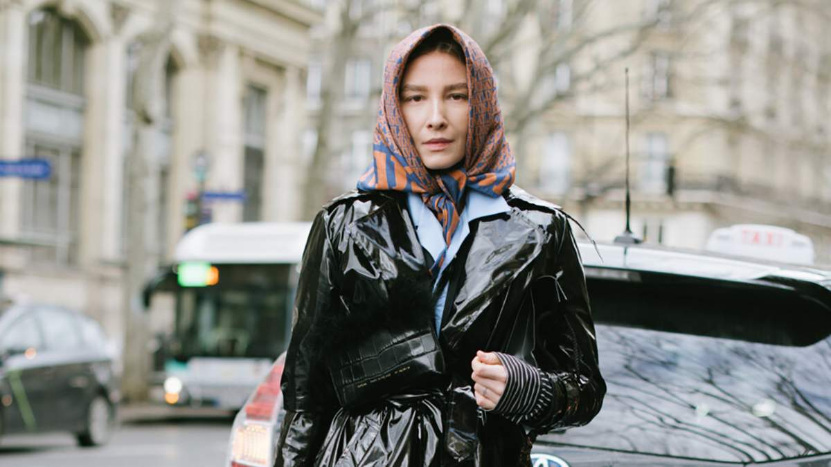 Главный хит зимы – косынка: как носить модный головной убор
