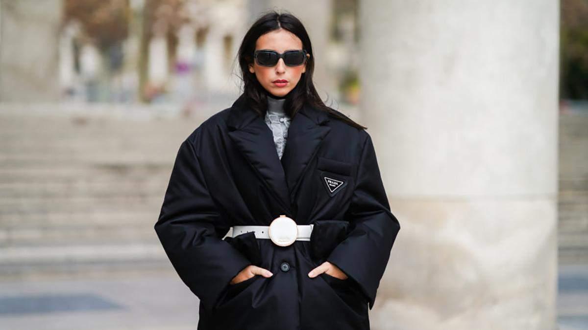 Как стильно носить пуховик с поясом