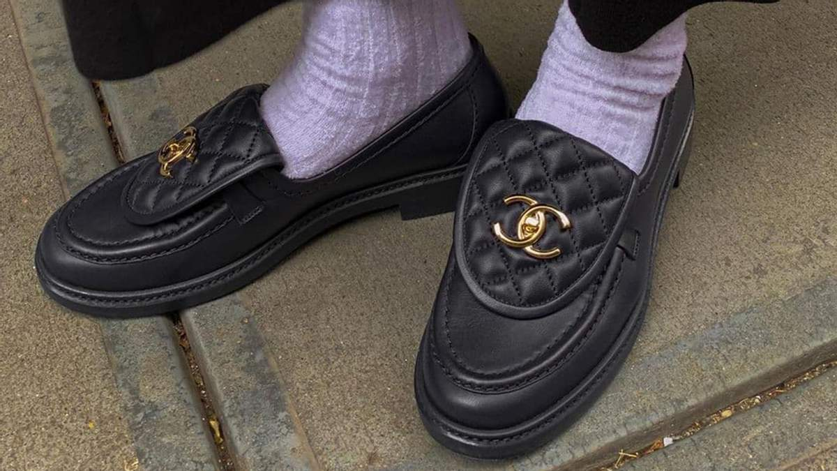 Какую обувь, советуют одевать со спортивными брюками: фото