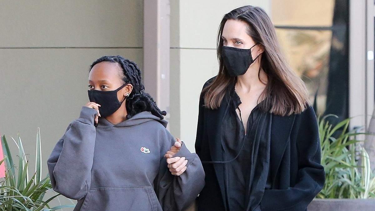 Черный total look: Анджелина Джоли продемонстрировала стильный образ в Лос-Анджелесе