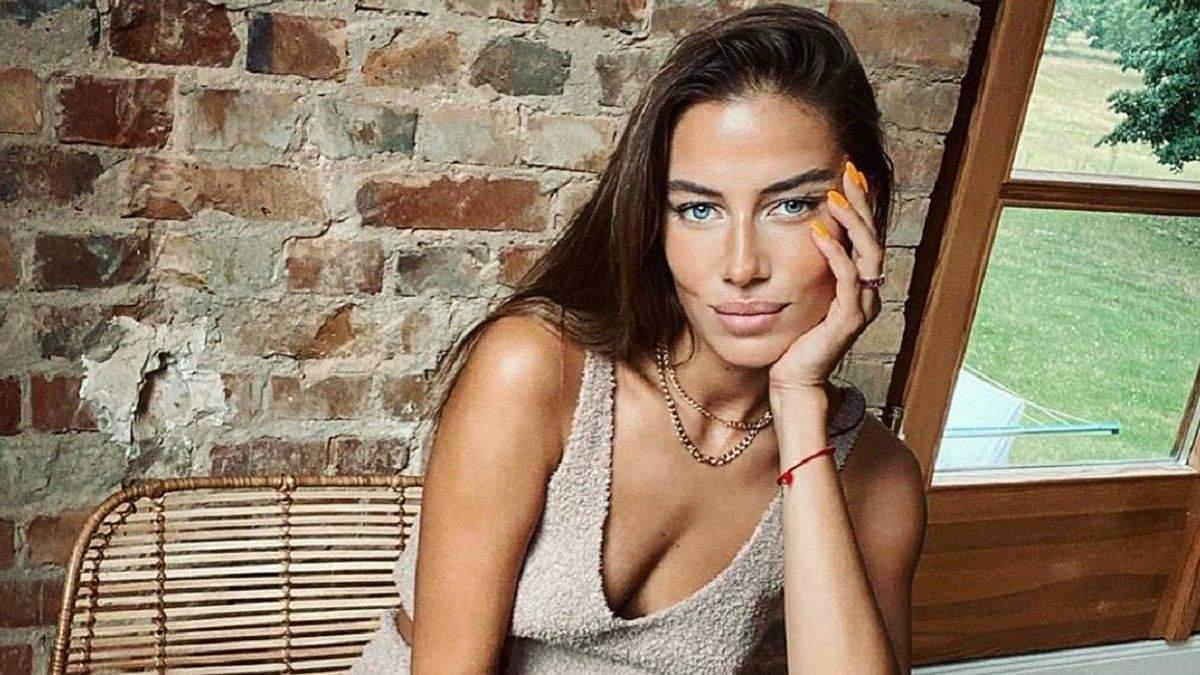 Ніколь Потуральські роздягнулася перед камерою: еротичне фото