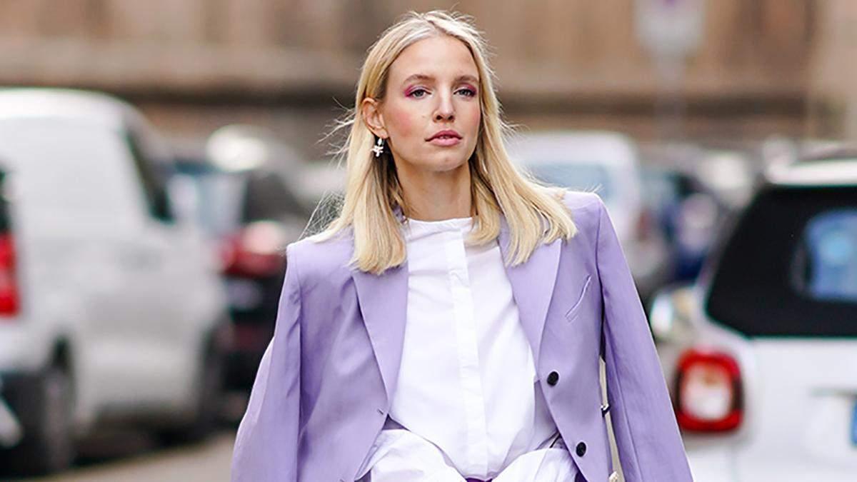 Как носить нежный лавандовый цвет: стильные образы знаменитостей