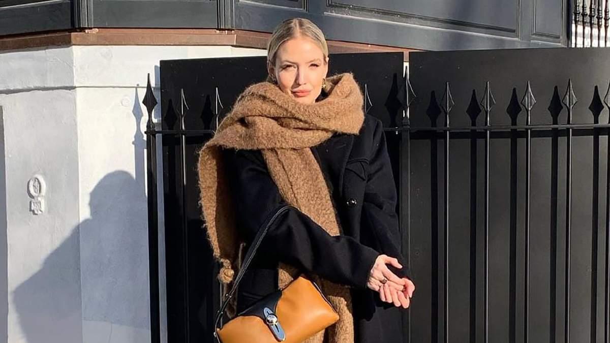 Черное пальто, карамельный шарф и дутые сапожки Louis Vuitton: стильный выход немки Леони Ханне