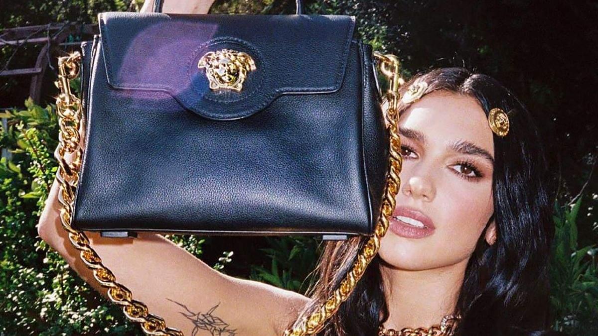 Дуа Липа показала новую сумку из коллекции Versace: фото