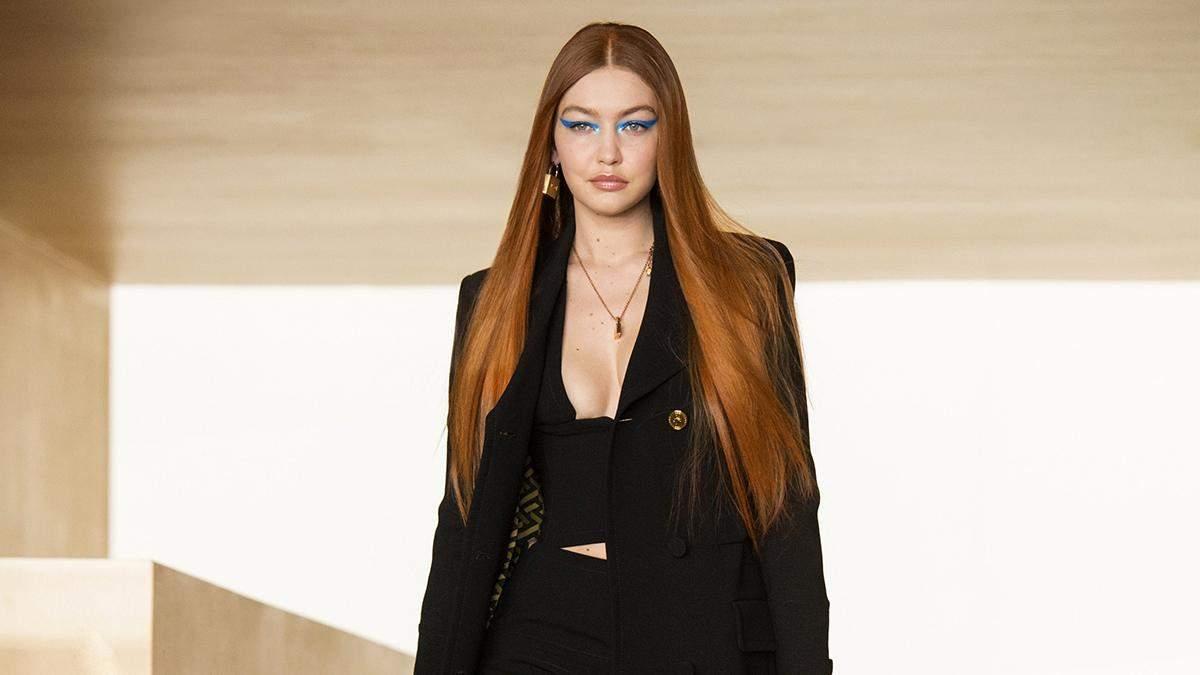 Джіджі Хадід вперше після пологів взяла участь в модному показі Versace: фото