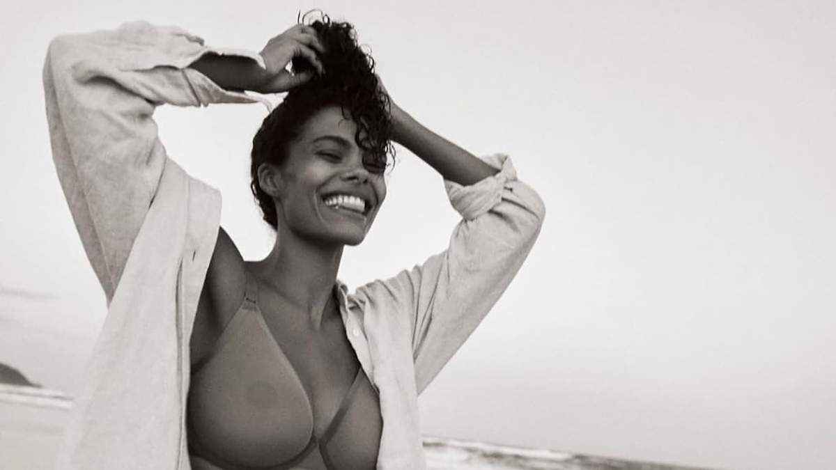 Тина Кунаки засветила грудь в прозрачном белье: горячие фото