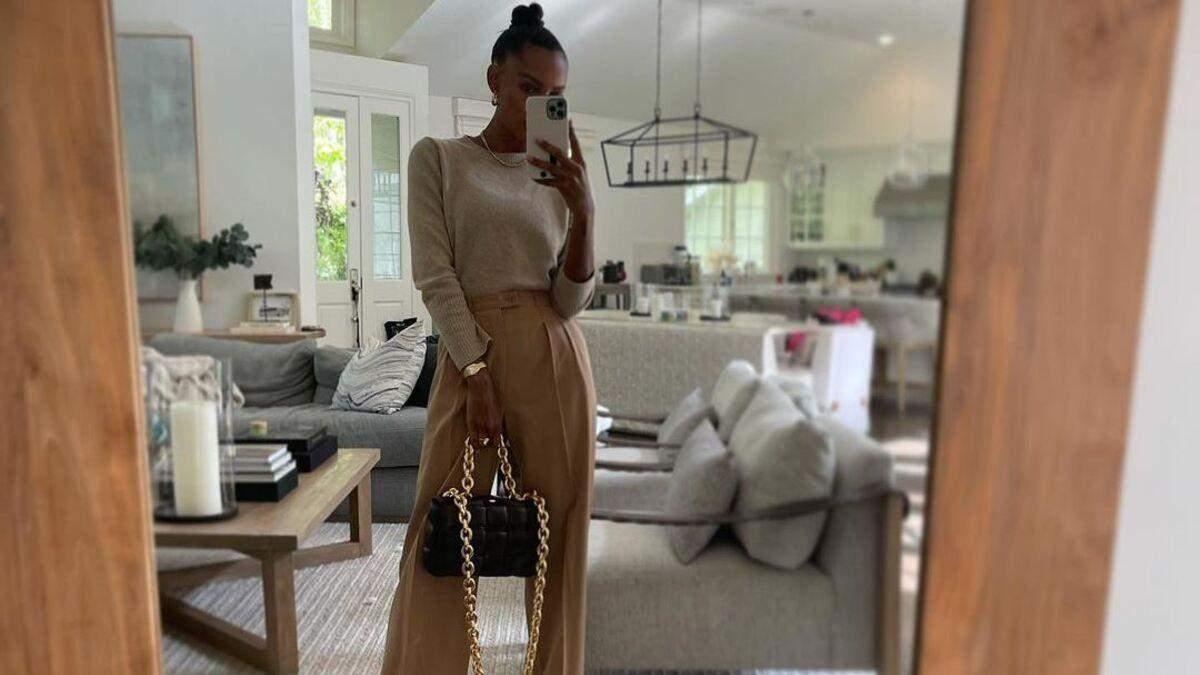 Широкі штани – ключовий тренд весни: стильний образ показує Жасмін Тукс