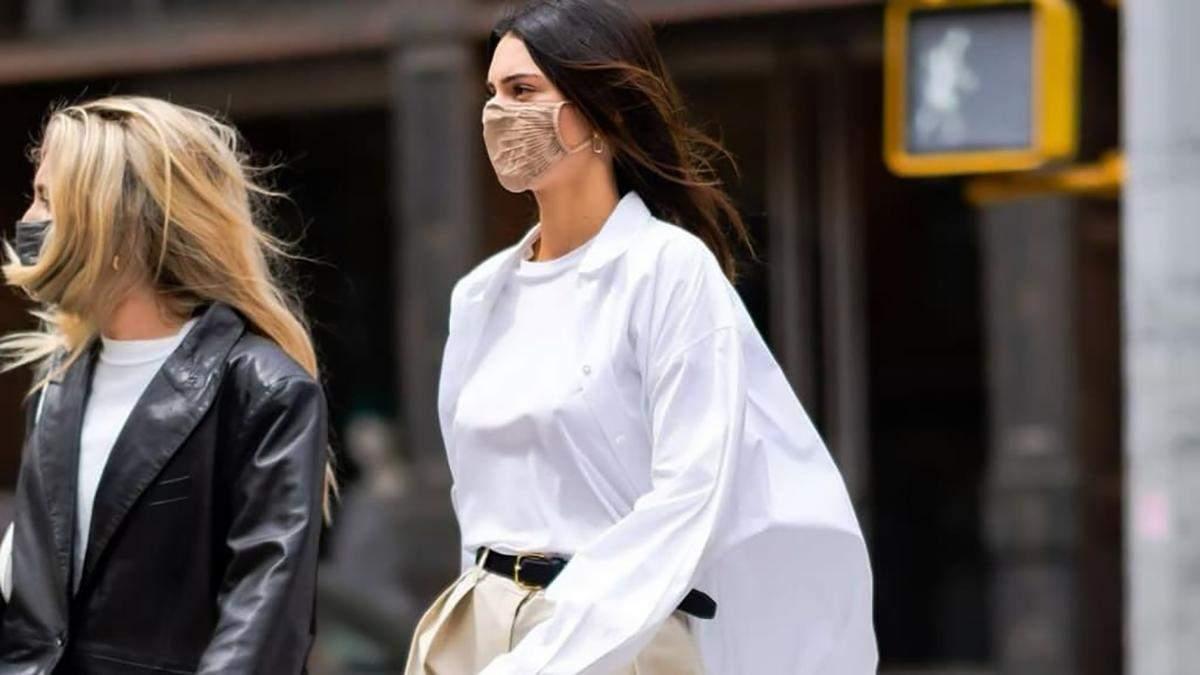 Кофейные брюки и белая рубашка оверсайз: стильный весенний образ Кендалл Дженнер