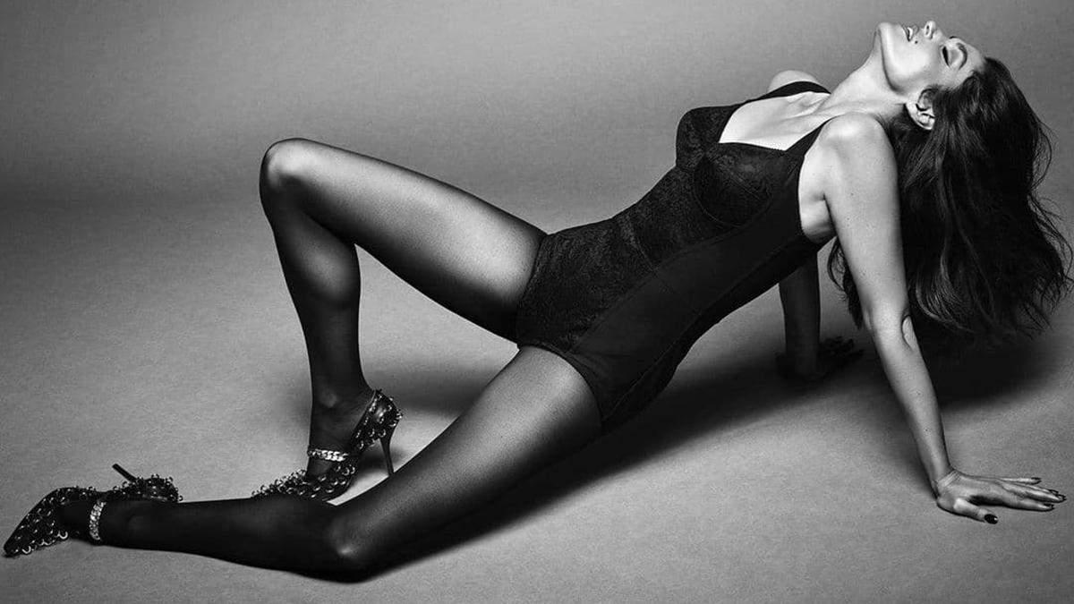 55-річна Сінді Кроуфорд позувала для Vogue Brasil без трусиків: гарячі фото