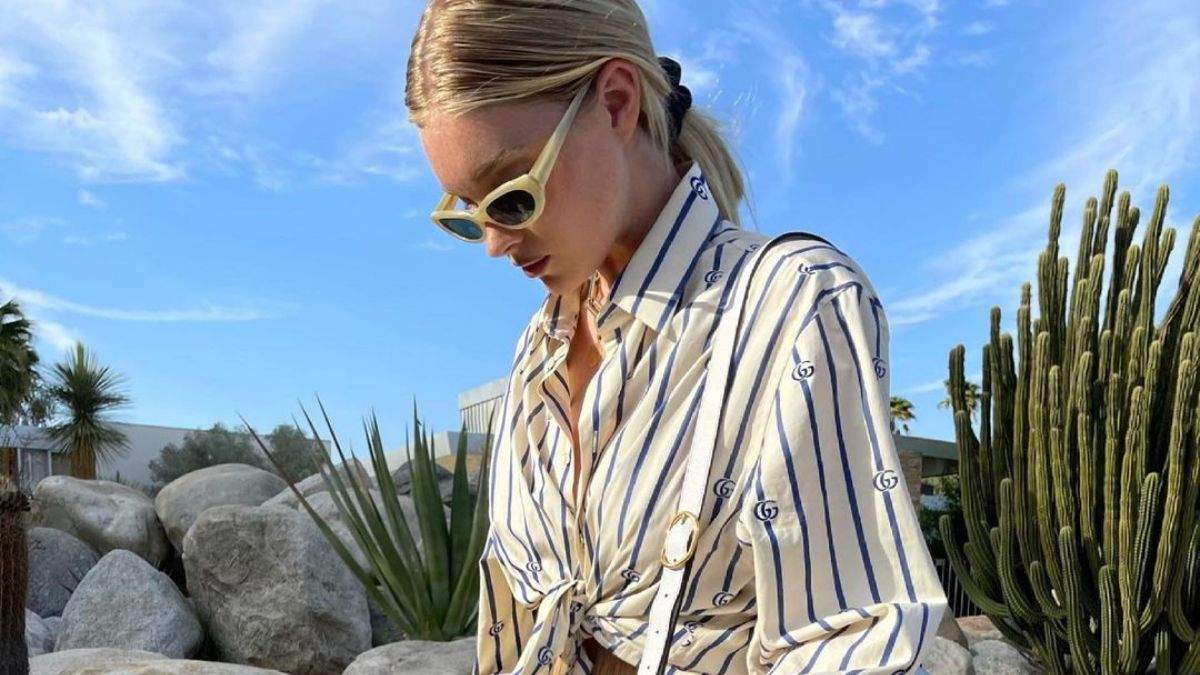 Ельза Госк приголомшила літнім аутфітом у смугастій сорочці: фото