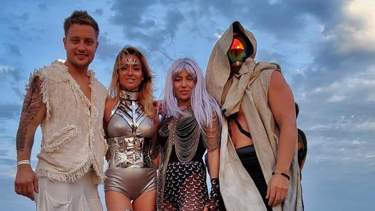 Впечатляющие костюмы на музыкальном событии Wave Oasis
