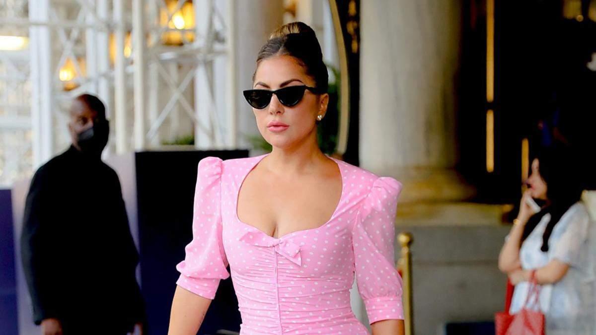 Леди Гага покоряет Нью-Йорк: 5 роскошных образов знаменитости в отеле The Plaza