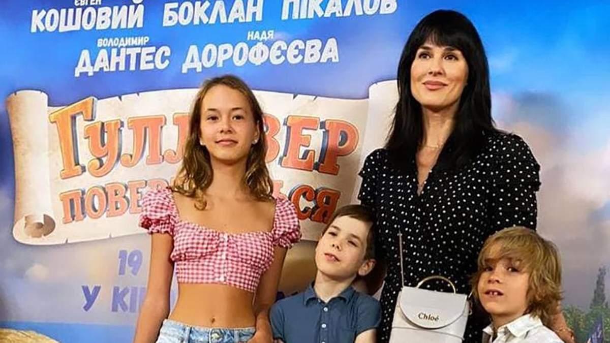 Маша Ефросинина очаровала нежным образом в платье в горошек: стильное фото