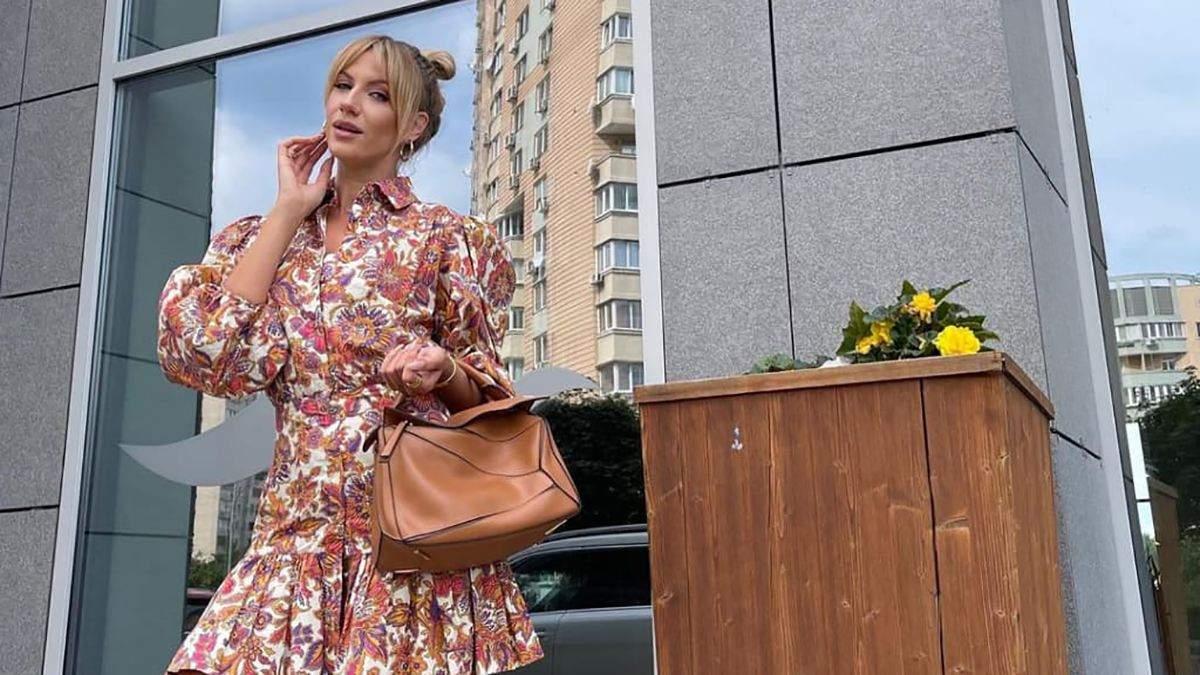 Леся Никитюк показала модный выход в цветочном костюме: красивые фото