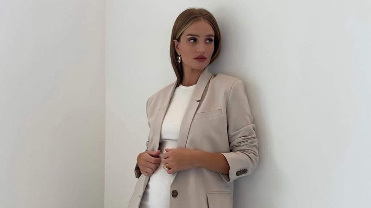 Базовий гардероб: Розі Гантінгтон-Вайтлі показує, з чим поєднувати трикотажну сукню восени - Fashion
