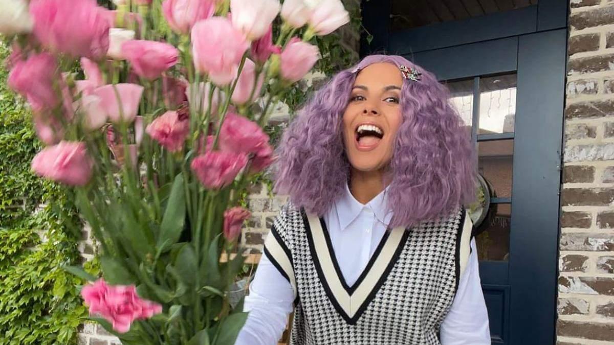 Настя Каменских поразила фанатов образом ученицы с фиолетовыми волосами: яркие фото