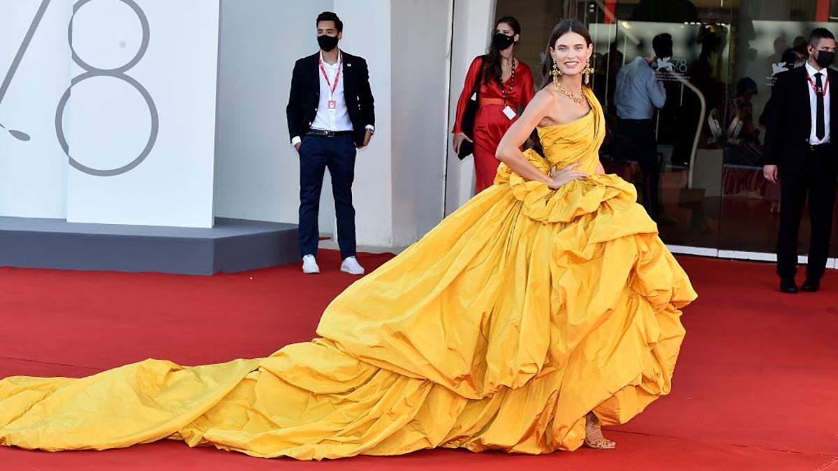 Венецианский кинофестиваль 2021: роскошные образы звезд на красной дорожке