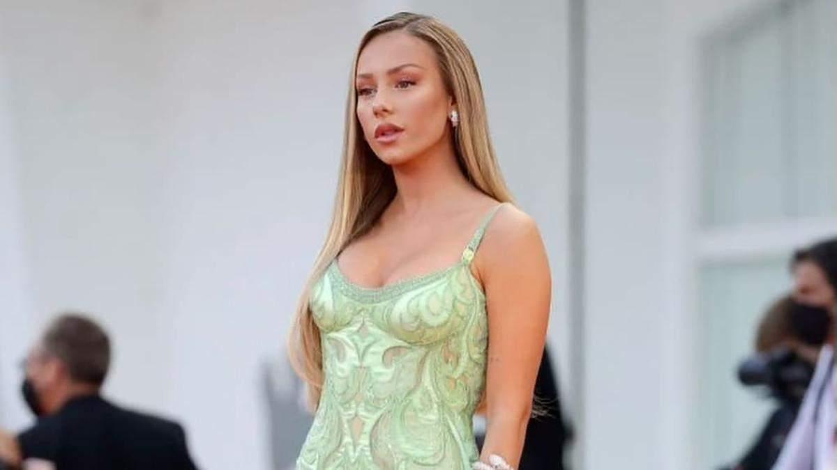 """Звезда  """"Элиты"""" Эстер Эспосито ошеломила платьем, которое шили 1900 часов: впечатляющий выход"""