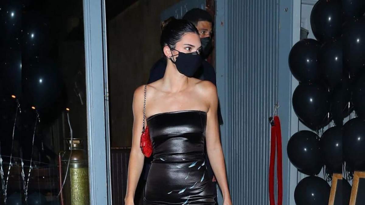 Кендалл Дженнер надела на день рождения крошечное черное платье: эффектное фото