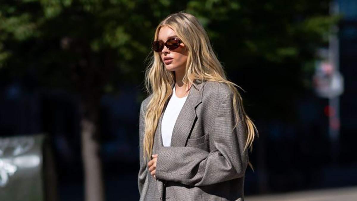 Роскошная Эльза Хоск показывает, как носить осенью серый жакет с угги: безупречный образ