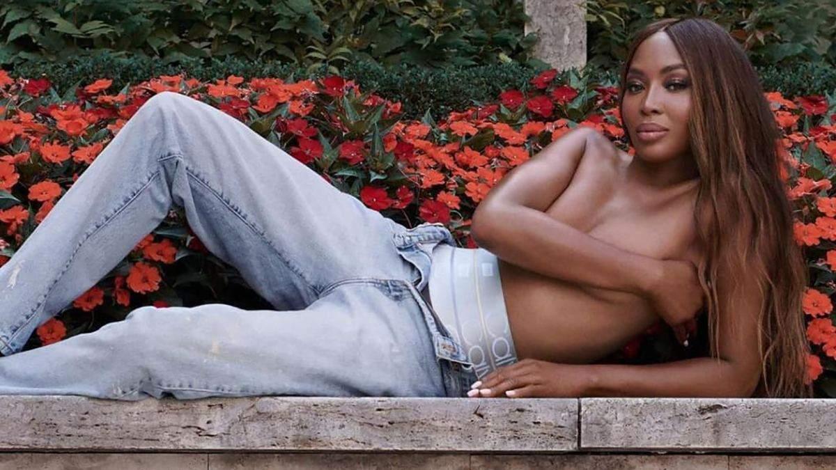 51-летняя Наоми Кэмпбелл снялась топлес для рекламы Calvin Klein: кадры из новой коллекции