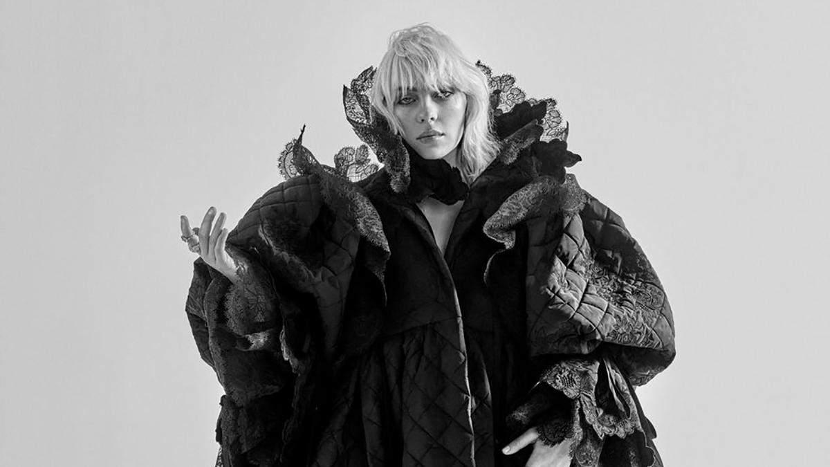 Билли Айлиш снялась для октябрьского глянца Elle: особая черно-белая фотосессия