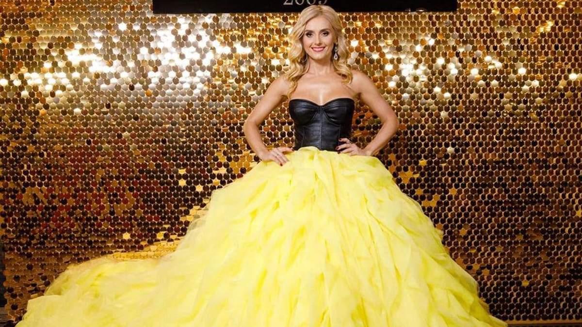 """Ірина Федишин стала репортеркою """"Світського життя"""" у помпезній жовтій сукні: яскраве фото - Fashion"""