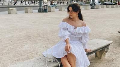 Легка як зефір: чому для літнього відпочинку варто придбати білу сукню