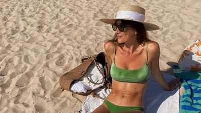 Який купальник обрати у відпустку: модні фасони показує француженка Жюлі Феррері