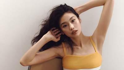 """Зірка серіалу """"Гра в кальмара"""" Хо Ен Чон знялася в рекламній кампанії Calvin Klein: яскраві фото"""