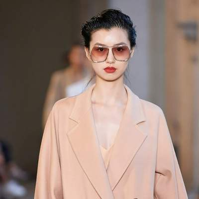 Актуальные двубортные пальто, которые будут популярны весной: лучшая подборка