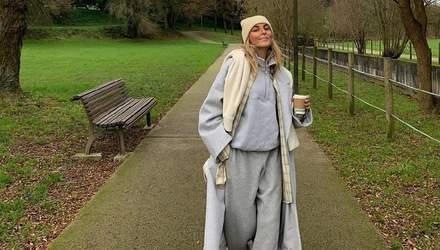 Спортивний костюм і пальто: Софія Коельо демонструє ідеальний варіант для прогулянок