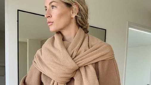 Светр із шарфом: як виглядає наймодніша річ цього сезону