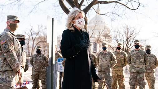 У кросівках під пальто: Джилл Байден показала сміливий образ – фото