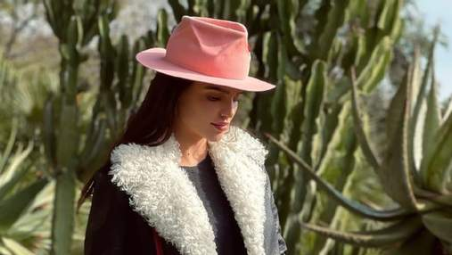 Стильна дублянка та капелюх: Анна Андрес показала трендовий образ на прогулянці