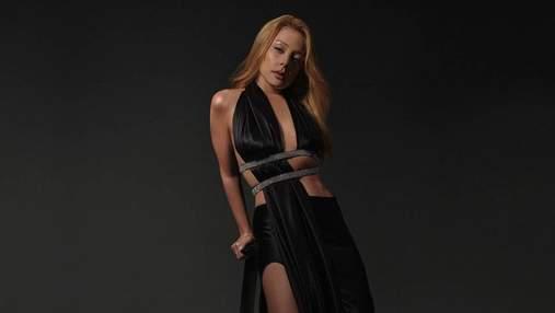 Тіна Кароль позувала у спокусливому вбранні за майже 38 тисяч гривень: спекотні кадри