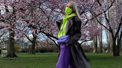 Самое модное сочетание цветов – салатовый и фиолетовый: интересный образ показывает Леони Ханне