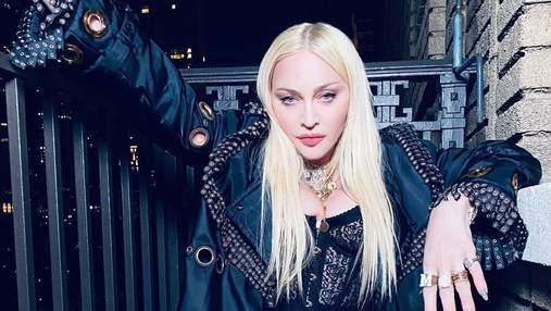 Мадонна показала великі груди у корсеті: фото та відео пікантного образу