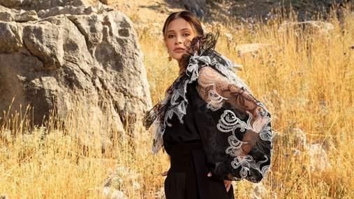 Полупрозрачная блуза – самая желанная покупка весны: лучшая подборка стильных изделий
