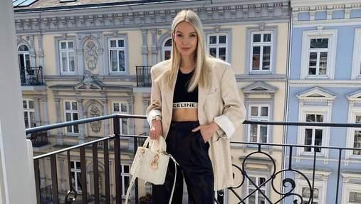 Леони Ханне ошеломила праздничным образом в кожаных брюках и молочном жакете: фото