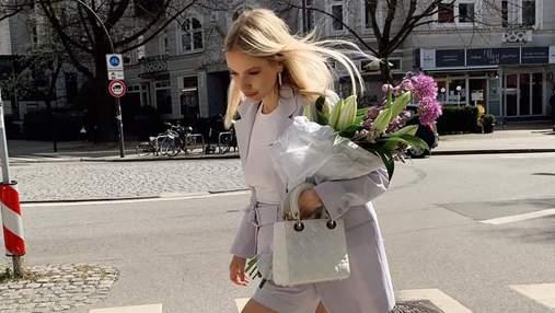 Леоні Ганне прогулялася у весняному костюмі лавандового кольору: фото стильного образу
