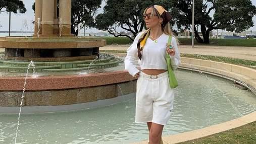 Як носити трендову хустинку цього літа: модні приклади показує Софія Коельо