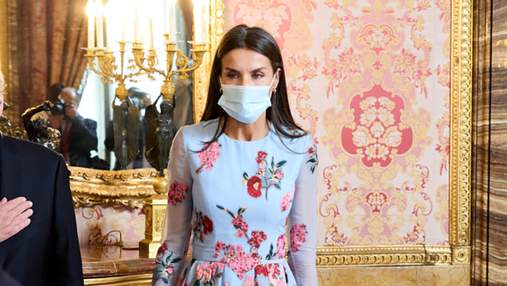 Летиция очаровала выходом в цветочном платье с вышивкой: фото