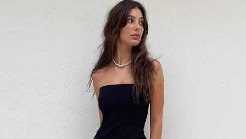 Девушка Леонардо Ди Каприо позировала в черном минималистичном платье: элегантные фото