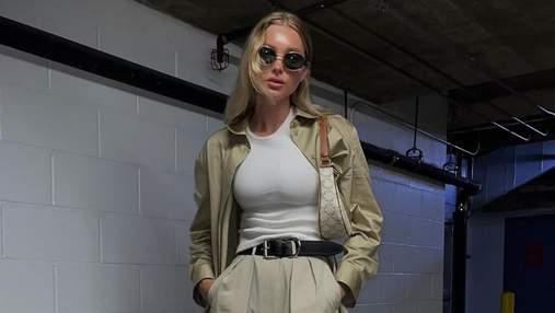Шведська модель Ельза Госк показала стильний нюдовий аутфіт: фото