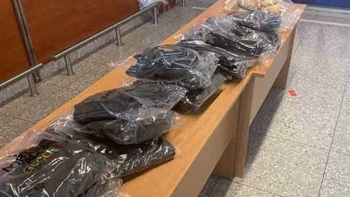 Prada, Moncler та Gucci: у Львові затримали туркеню, яка ввозила контрабандний одяг