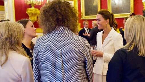Кейт Миддлтон устроила прием в Букингемском дворце: эффектный выход в белом наряде