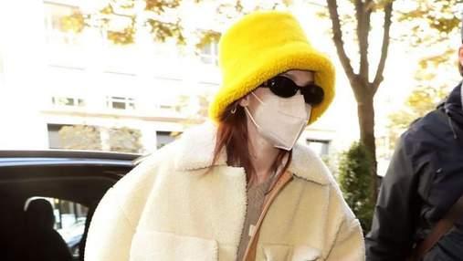 Модний образ на жовтень: Джіджі Хадід показує ідеальну куртку та панаму на холодну пору